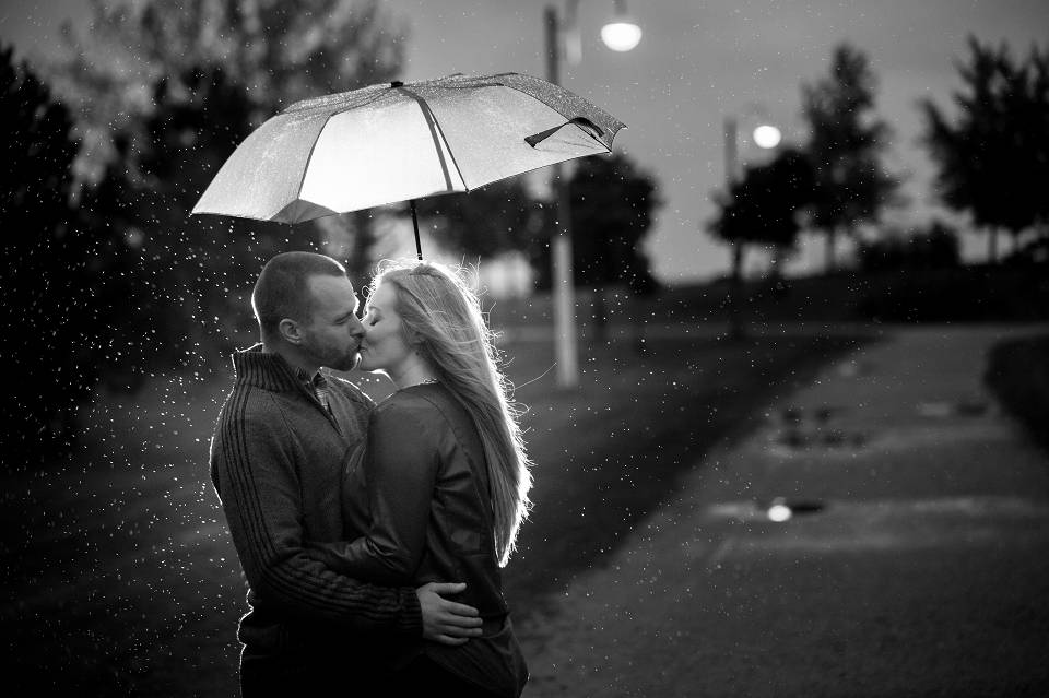 rainy toronto engagement photography
